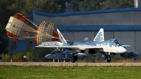 Российский многофункциональный истребитель пятого поколения Су-57, фото из архива - Sputnik Азербайджан