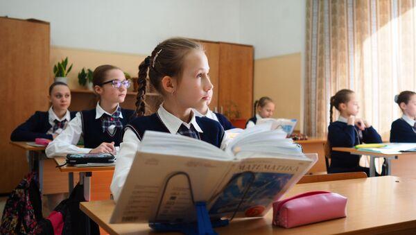 Дети на уроке математики, фото из архива - Sputnik Азербайджан
