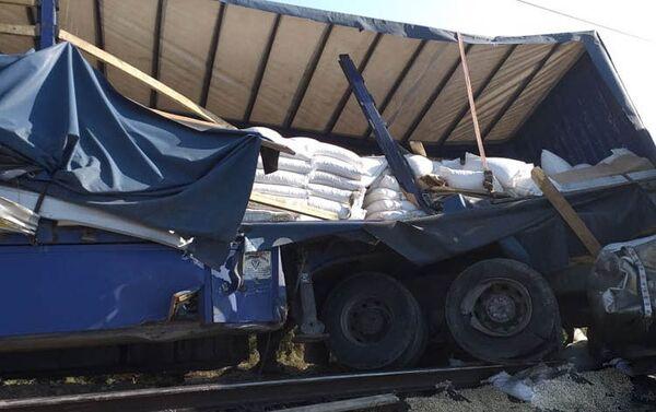 ДТП с участием грузовика и поезда - Sputnik Азербайджан