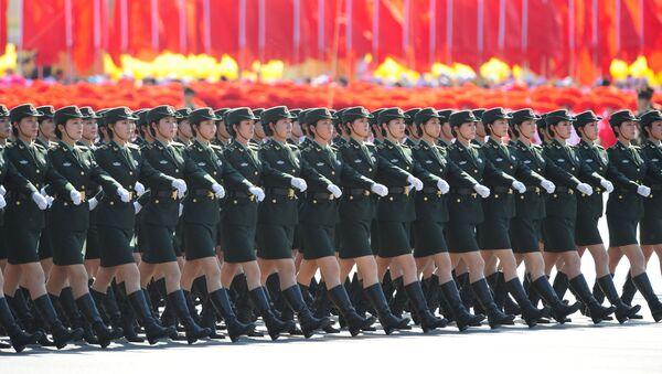Марш женщин-солдат Китайской народно-освободительной армии, фото из архива - Sputnik Азербайджан