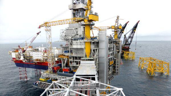 Вид на нефтяную платформу Equinor на месторождении Johan Sverdrup в Северном море - Sputnik Азербайджан