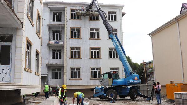 Şamaxının Aşıq Məmmədağa küçəsində 110 mənzilli binanın tikintisi  - Sputnik Azərbaycan