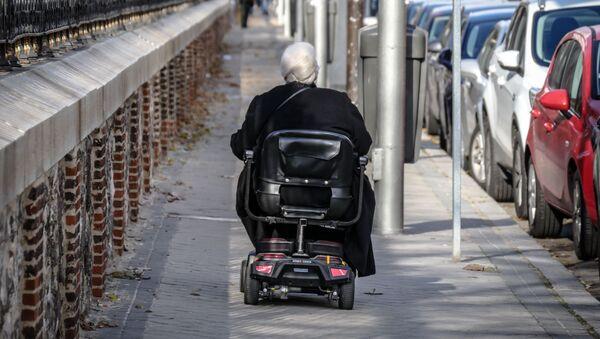 Электрическая инвалидная коляска, фото из архива - Sputnik Азербайджан