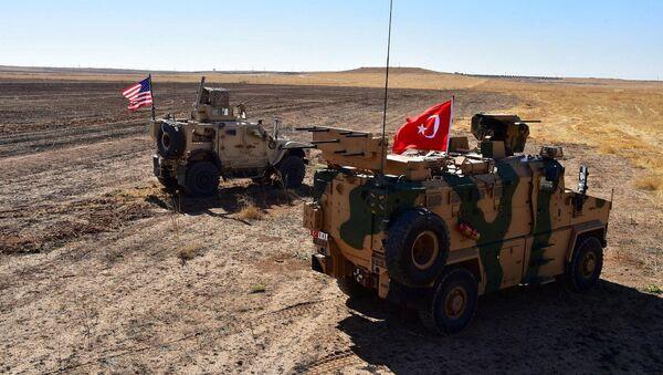 Военная техника Турции и США на сирийско-турецкой границе, фото из архива - Sputnik Азербайджан