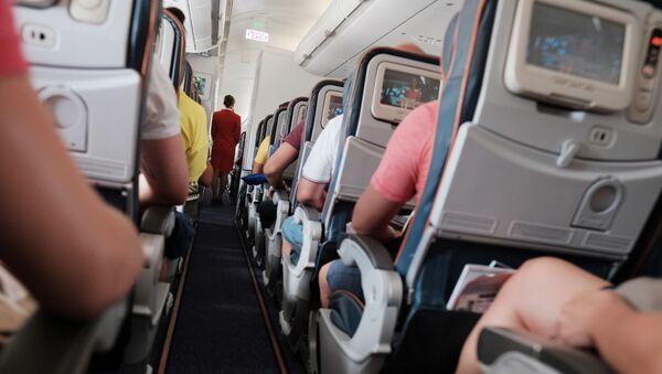Пассажиры в самолете, фото из архива - Sputnik Азербайджан