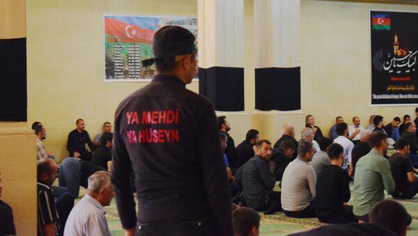 Верующие в Азербайджане отмечают Ашуру - Sputnik Азербайджан