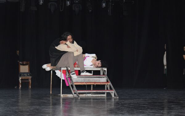 Репетиции спектакля Собор Парижской Богоматери на сцене Азербайджанского государственного академического музыкального театра - Sputnik Азербайджан