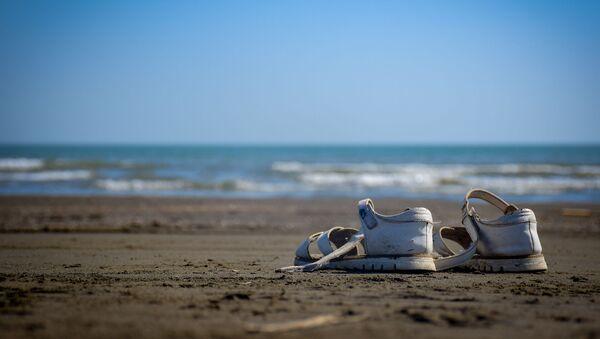 Пляж Каспия, фото из архива - Sputnik Азербайджан