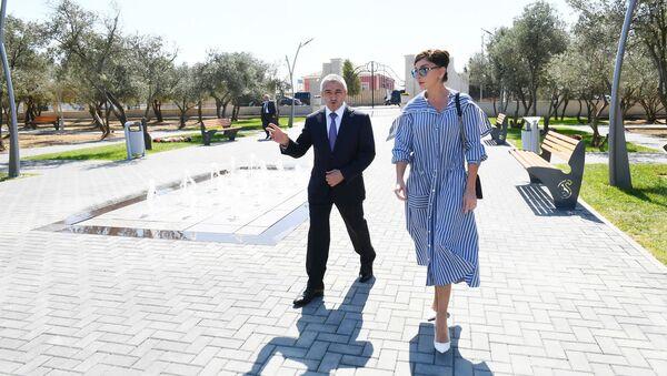 Первый вице-президент Мехрибан Алиева ознакомилась с новым парком отдыха, созданным в поселке Кюрдаханы Сабунчинского района Баку - Sputnik Азербайджан