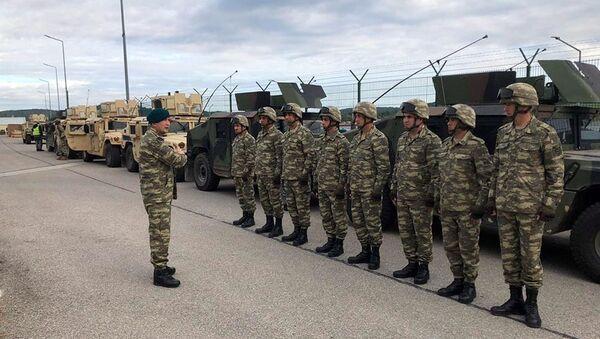 Азербайджанские военнослужащие на учениях, фото из архива - Sputnik Азербайджан