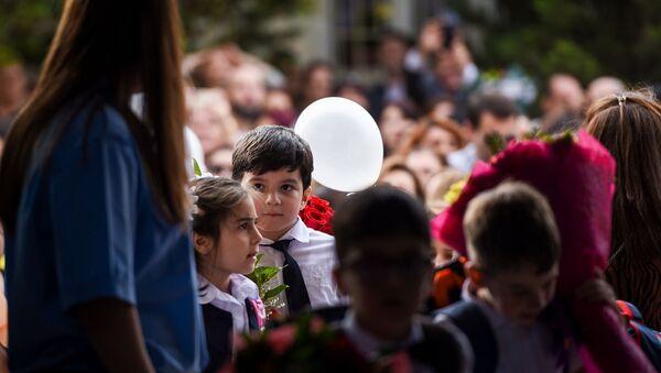 День знаний в школе №145 - Sputnik Азербайджан