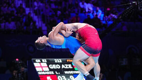 Поединок между Рафиком Гусейновым и Лашой Гобадзе на чемпионате мира по борьбе в Нур-Султане - Sputnik Азербайджан