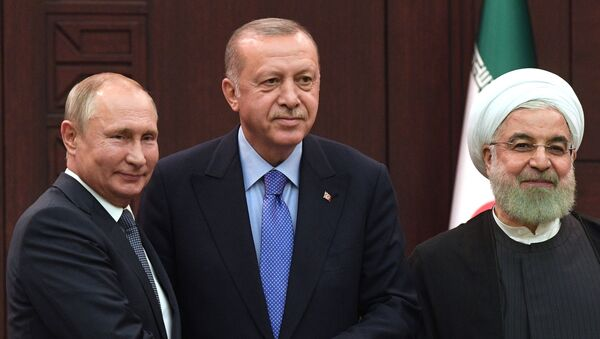 Президент РФ Владимир Путин, президент Турции Реджеп Тайип Эрдоган и президент Ирана Хасан Рухани - Sputnik Азербайджан
