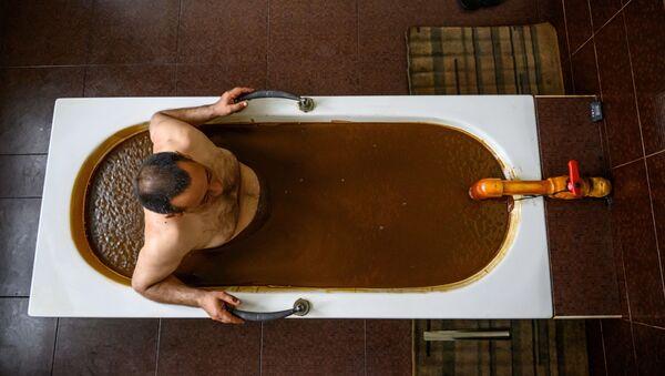 Грязевая ванна в Нафталане, фото из архива - Sputnik Азербайджан