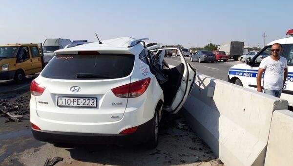 В Сумгайыте столкнулись автомобили марок Hyundai-İX35 и Mercedes  - Sputnik Азербайджан