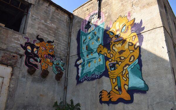 Азербайджанские и зарубежные художники создали свои картины на стенах Художественно-производственного комбината Союза художников - Sputnik Азербайджан