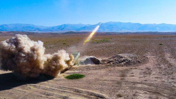 В Нахчыване прошли тактические армейские учения с боевыми стрельбами - Sputnik Азербайджан