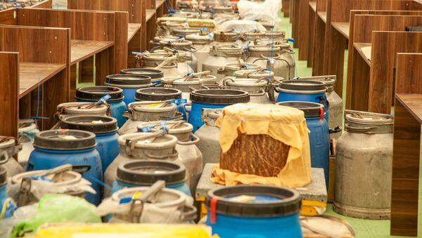 Завершается подготовка к ярмарке-выставке пчеловодческой продукции в Баку - Sputnik Азербайджан