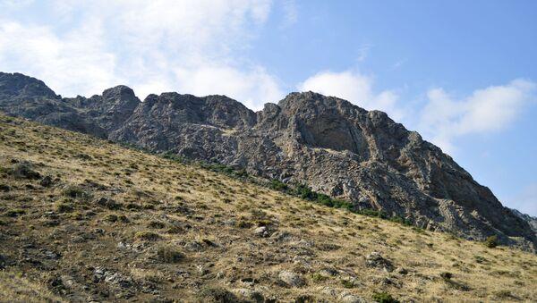 İndi yuxarıdakı mağaralara çıxıb, düşmək üçün mütləq kəndir lazımdır - Sputnik Azərbaycan