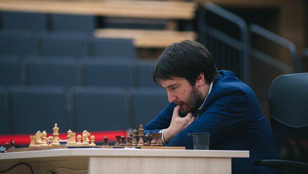 Азербайджанский гроссмейстер Теймур Раджабов в полуфинале Кубка мира в Ханты-Мансийске - Sputnik Азербайджан