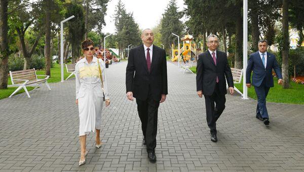 Prezident İlham Əliyev Bakının Atatürk prospektində yerləşən parkda əsaslı yenidənqurmadan sonra yaradılan şəraitlə tanış olub - Sputnik Азербайджан