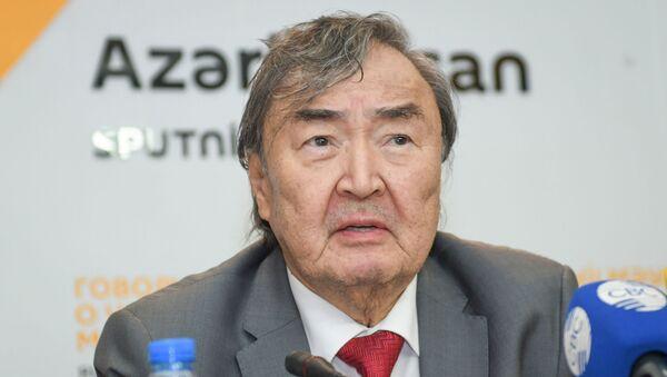Казахстанский поэт, писатель, общественный и политический деятель, Олжас Сулейменов - Sputnik Азербайджан