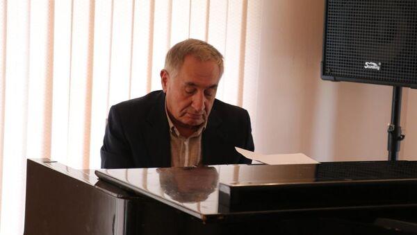 Народный композитор Фаиг Суджаддинов встретился с учениками музыкальной школы №12 - Sputnik Азербайджан