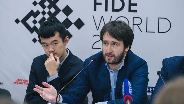 Обладатель Кубка мира по шахматам Теймур Раджабов на пресс-конференции - Sputnik Азербайджан