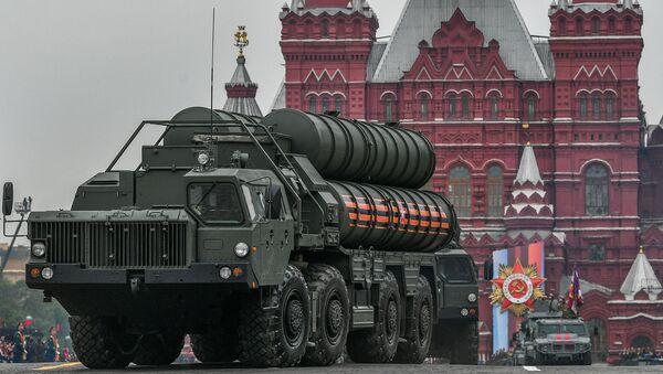 Транспортно-пусковая установка зенитного ракетного комплекса С-400 Триумф на военном параде на Красной площади, фото из архива - Sputnik Азербайджан