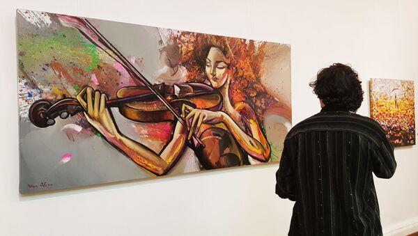 В галерее искусств Музейного Центра открылась выставка художника Вугара Али - Sputnik Азербайджан