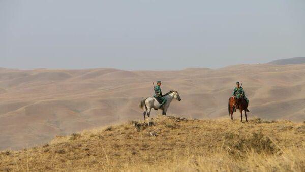 Пограничники на границе, фото из архива - Sputnik Азербайджан