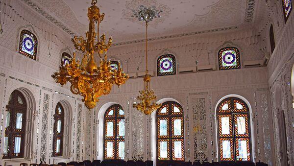 Azərbaycan Milli Şurasının ikinci (1918-ci il 29 may), üçüncü (1918-ci il 1 iyun) iclaslarının protokollarında da Qafqaz Canişin sarayı göstərilir - Sputnik Azərbaycan
