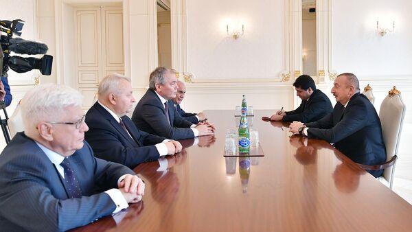 Президент Ильхам Алиев принял российскую делегацию - Sputnik Азербайджан