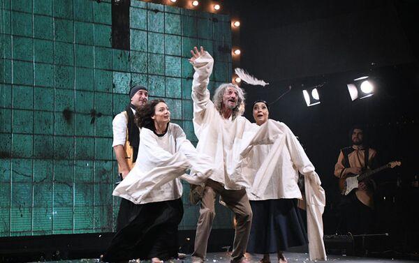 На Творческой сцене UNS состоялась премьера спектакля Сборище сумасшедшего   - Sputnik Азербайджан