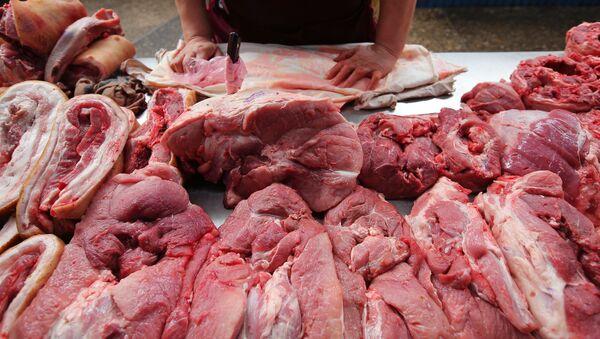 Продажа мяса на продовольственном рынке, фото из архива - Sputnik Азербайджан