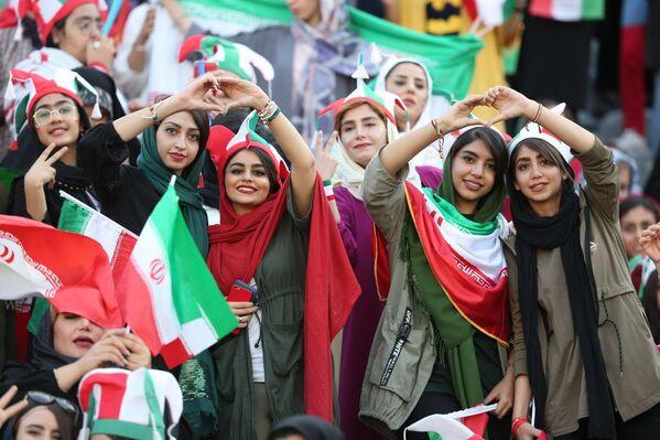 Иранские болельщицы на Чемпионате мира по футболу - Sputnik Азербайджан