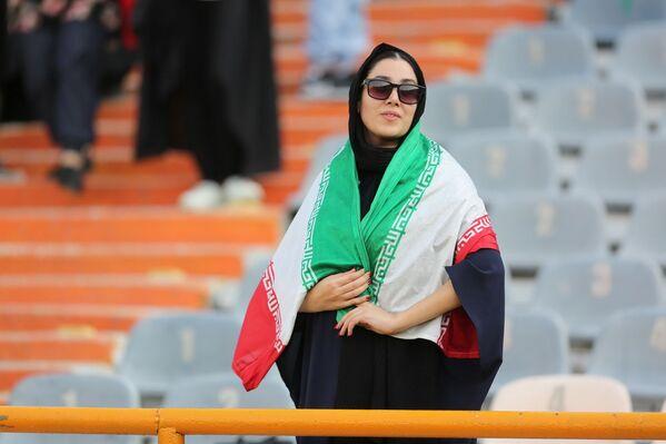 Иранская болельщица на Чемпионате мира по футболу - Sputnik Азербайджан