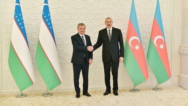 Azərbaycan Prezidenti İlham Əliyevin və Özbəkistan Prezidenti Şavkat Mirziyoyevin görüşü olub - Sputnik Азербайджан