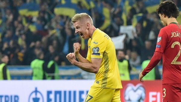 Полузащитник сборной Украины Александр Зинченко - Sputnik Azərbaycan