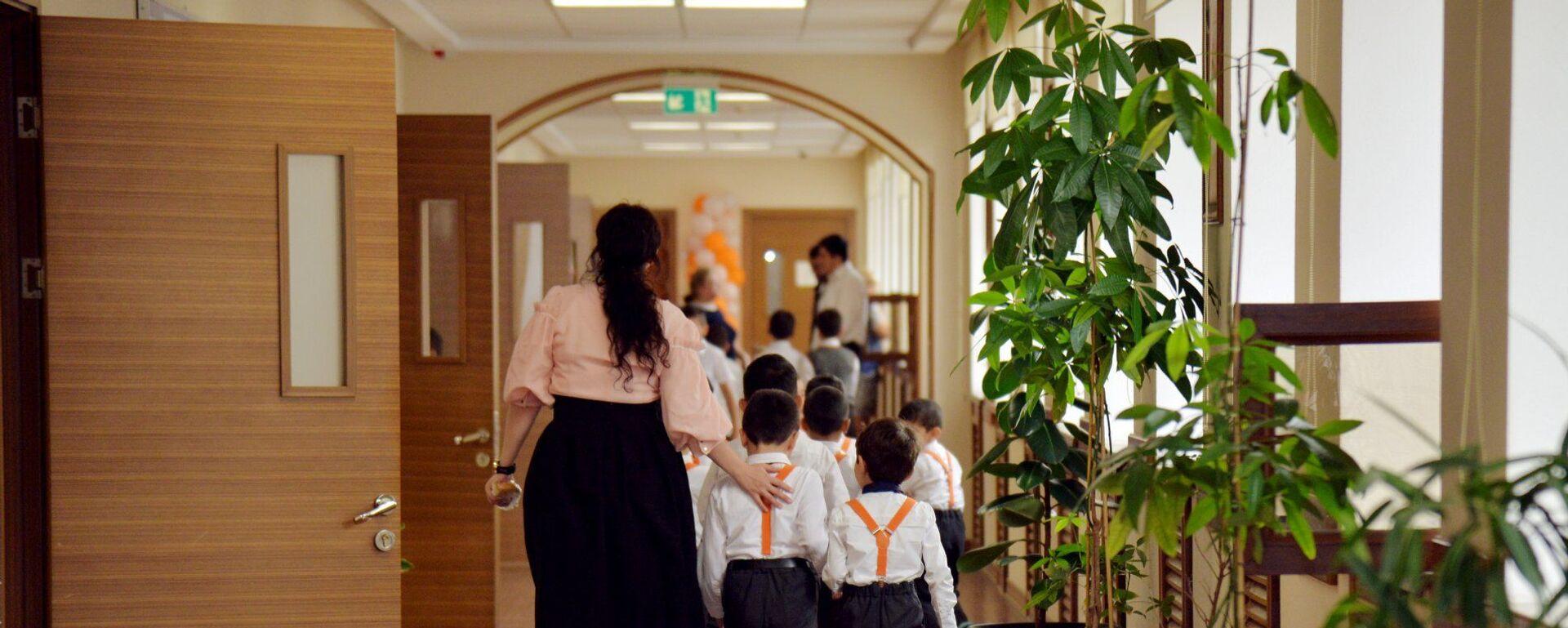 В одной из бакинских школ, фото из архива  - Sputnik Азербайджан, 1920, 20.04.2021