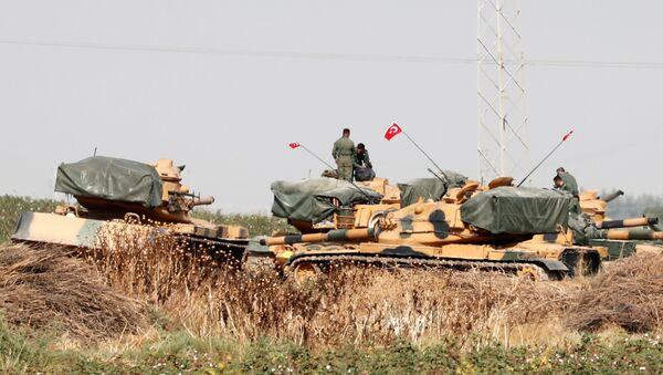 Türkiyə tankları Suriya ilə sərhəd Şanlıurfa vilayətində, arxiv şəkli - Sputnik Азербайджан