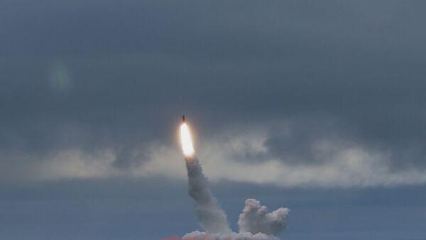 Ballistik raket buraxılışı, arxiv şəkli - Sputnik Azərbaycan