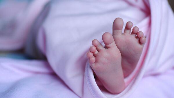 Новорожденный ребенок, фото из архива - Sputnik Азербайджан