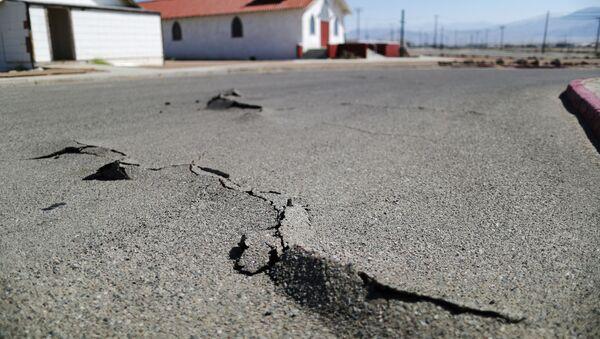 Дорога после землетрясения, фото из архива - Sputnik Азербайджан