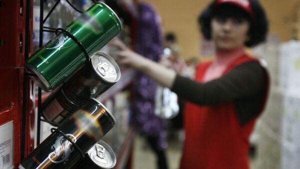 Энергетические напитки в одном из супермаркетов - Sputnik Азербайджан
