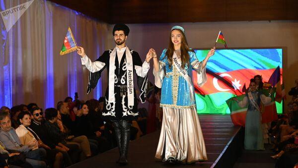 Азербайджанские модели Нигяр Гасанзаде и Сирадж Бейализаде - Sputnik Азербайджан