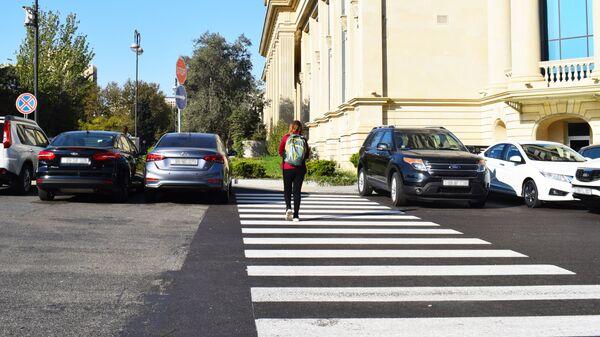 Пешеход на переходе, фото из архива - Sputnik Азербайджан