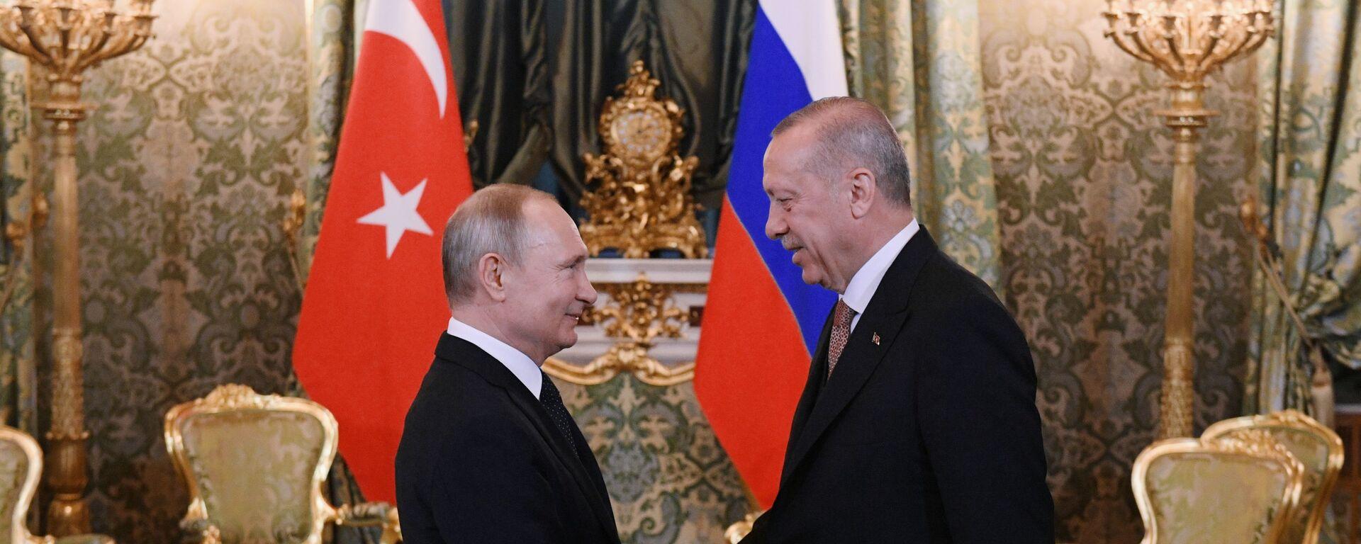 Президент РФ Владимир Путин и президент Турции Реджеп Тайип Эрдоган, фото из архива - Sputnik Азербайджан, 1920, 05.05.2021