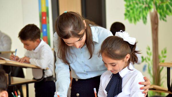В одной из бакинских школ, фото из архива  - Sputnik Azərbaycan
