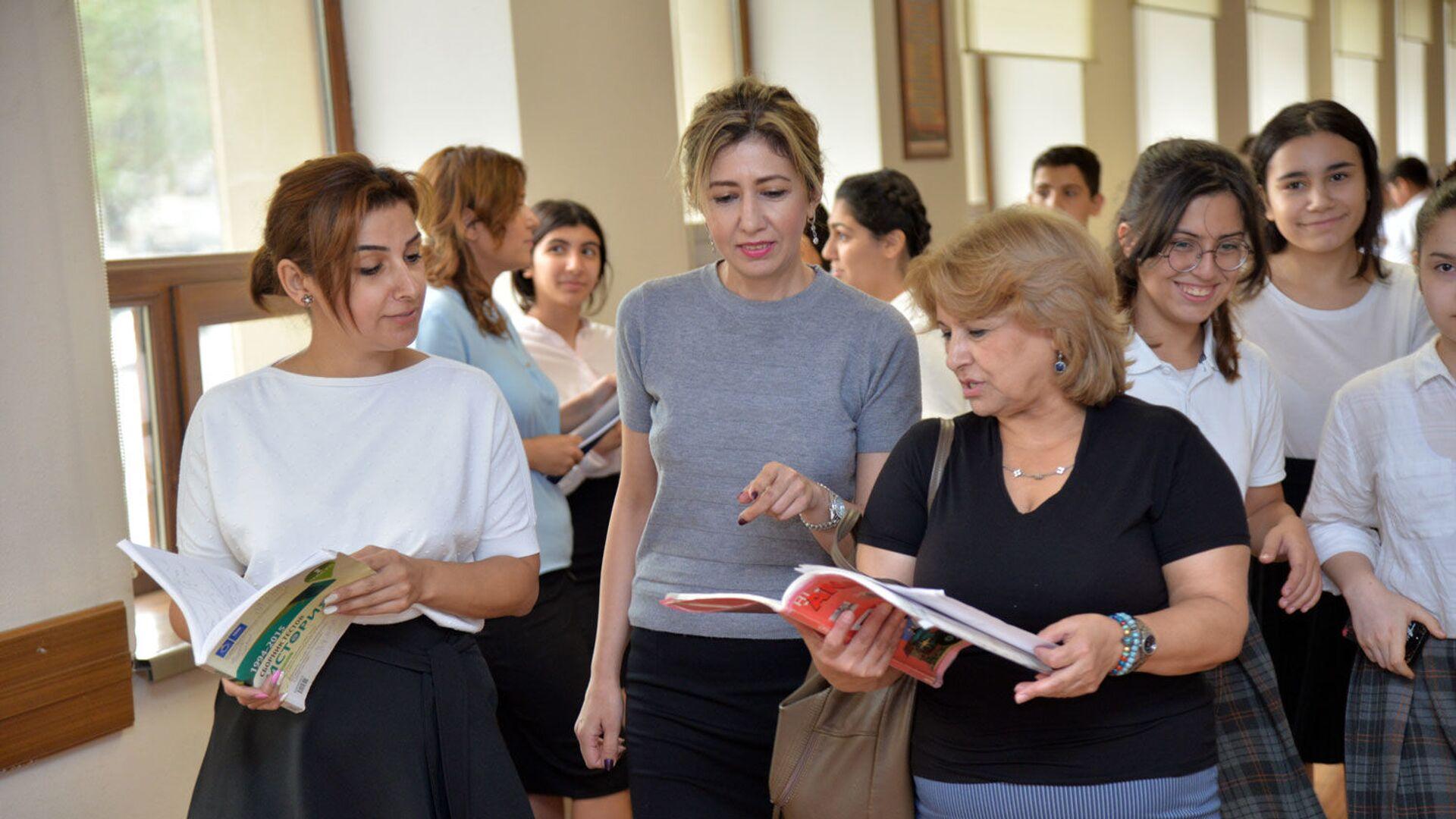 В одной из бакинских школ, фото из архива  - Sputnik Азербайджан, 1920, 08.05.2021